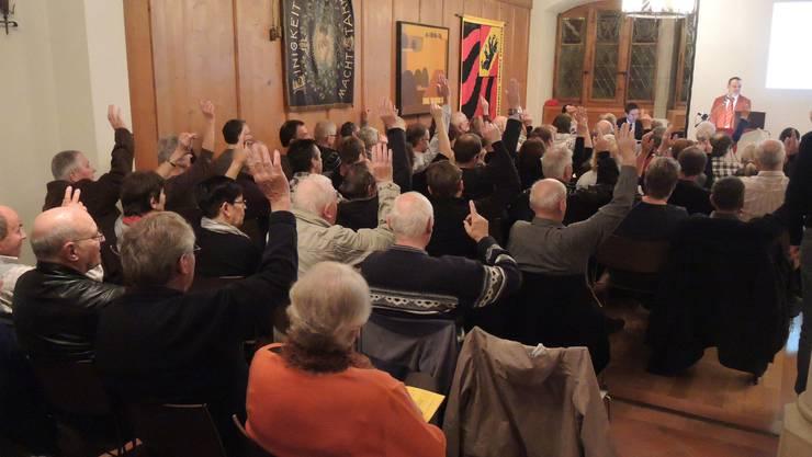 Die Stimmenzähler hatten einige Mühe, die richtige Anzahl der Stimmberechtigten festzustellen.