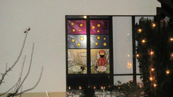Ein wunderschönes Adventsfenster gestaltet von Hildegard Schmückle, Heidi Schneider, Viviana Bumbacher und Nelly Zantop