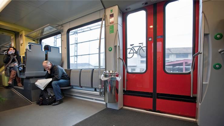 Ein Eimer pro Türe: Die SBB erschweren die Abfallentsorgung in den Zügen. Keystone