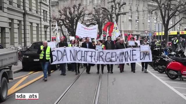 SDA-Journalisten demonstrieren auf dem Bundesplatz