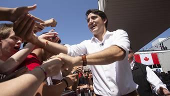 Der kanadische Premierminister Justin Trudeau begrüsst Anhänger am Canada Day in Leamington in der Provinz Ontario. (Archivbild)