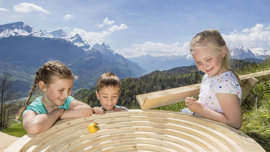Kugelweg Hasliberg: Familien-Spielplausch auf Holz-Bahnen