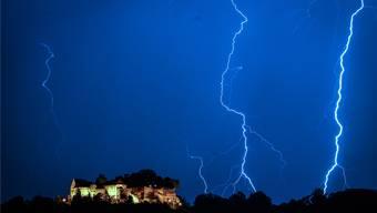 Nicht Blitz und Donner, aber Lichtshows und laute Musik wird es Mitte Juni auf dem Schloss Lenzburg geben.