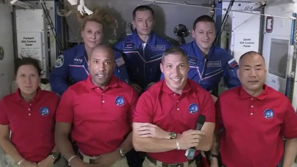 Nach Flug mit SpaceX-Raumschiff: Vier Astronauten an ISS angekommen