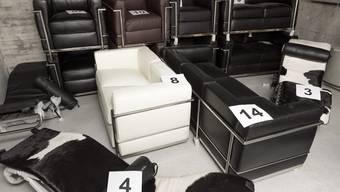 Plagiate solcher berühmter Stühle von Le Corbusier lagerten drei Jahre lang im Keller der Staatsanwaltschaft in Aarau.
