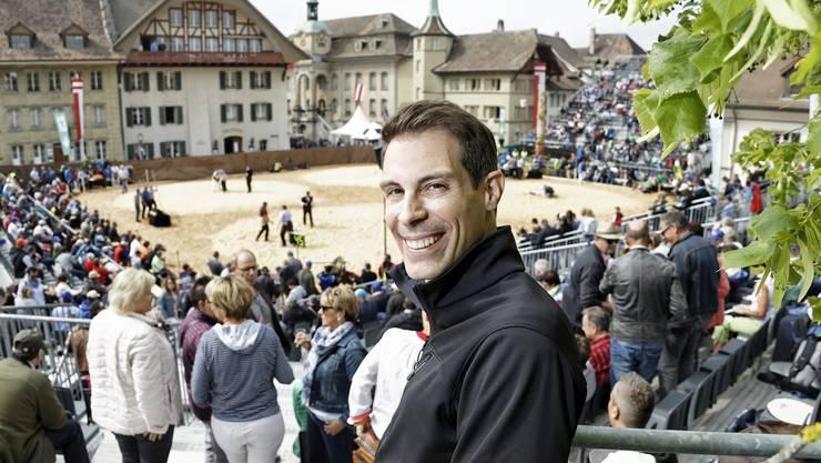Nationalrat Thierry Burkart besucht das Aargauer Kantonalschwingfest in Zofingen.