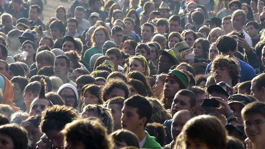 Die Schweizer Bevölkerung wächst und wächst, 2016 um 1,1 Prozent. (Symbolbild)