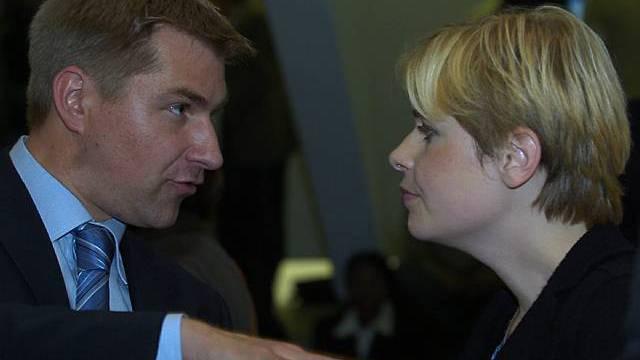 Toni Brunner im Gespräch mit seiner Freundin Esther Friedli (Archiv)