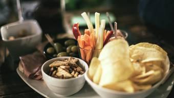 «Mindestens 2/3 des Buffets setzt sich aus vegetarischen Produkten zusammen», empfiehlt das Bundesamt für Umwelt. (SplitShire/pexels.com)
