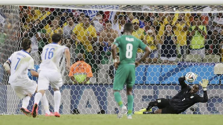 Die Entscheidung: Samaras trifft in der 93. Minute vom Elfmeterpunkt