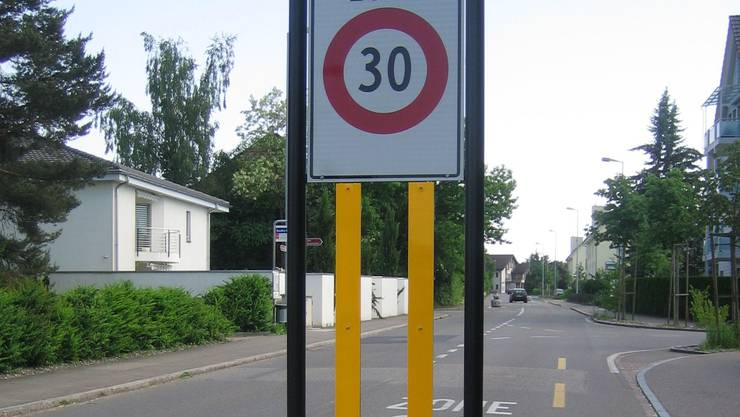 Für das Therwiler Gewerbegebiet lehnt die Gemeindeversammlung Tempo 30 ganz knapp ab.