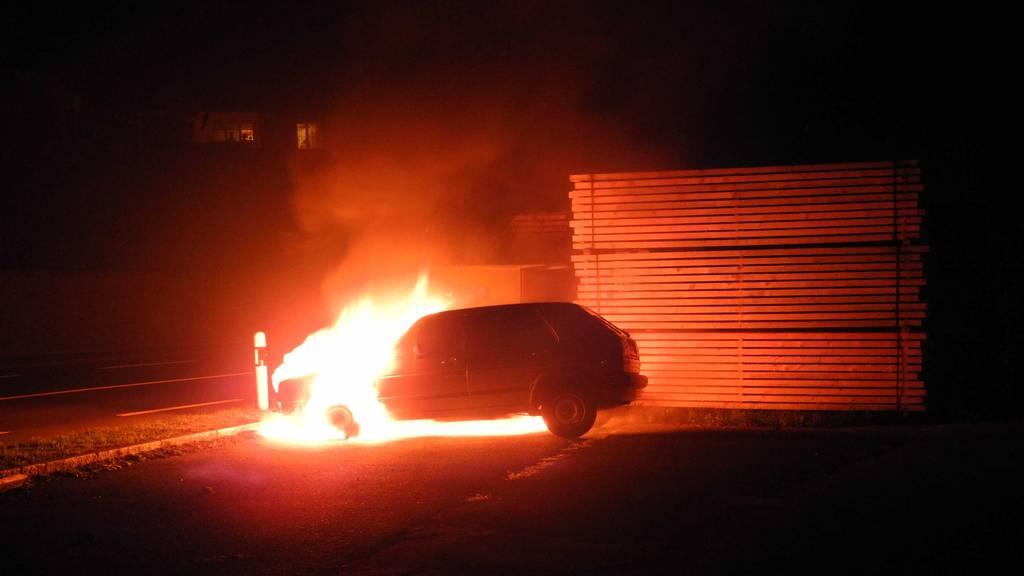 Auto in Seewen komplett ausgebrannt