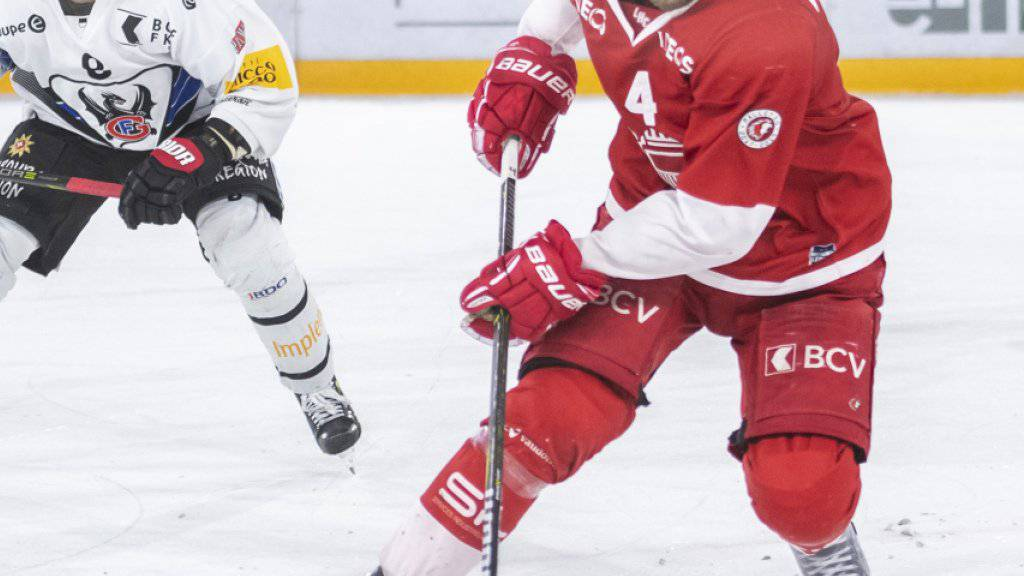 Petteri Lindbohm (rechts an der Scheibe) bleibt auch als Weltmeister bei Lausanne
