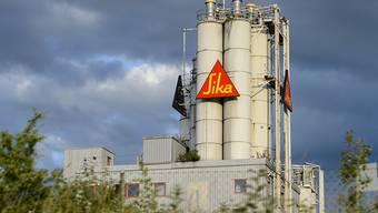 Die Schweizer Baustoff-Herstellerin Sika hat die Corona-Krise zu spüren bekommen und muss daher die Prognosen für das laufende Jahr streichen. (Archivbild)