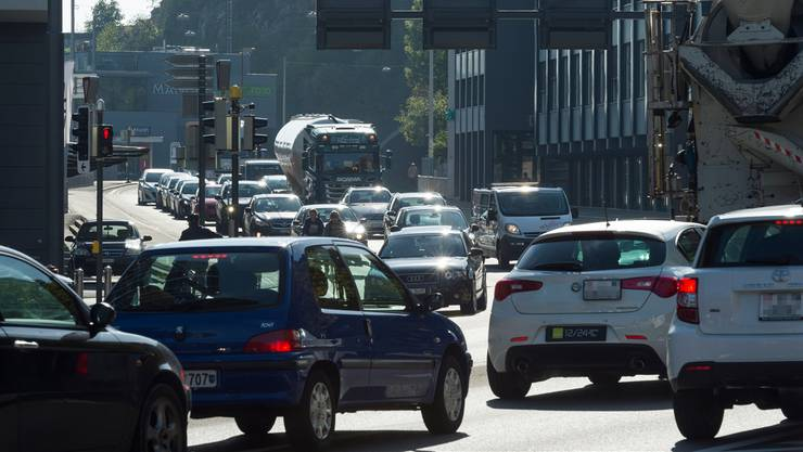 Kein Thema bewegt in Baden 2017 mehr als der Verkehr der Zukunft. Im Bild: Autoverkehr in Baden nach dem Schlossbergtunnel.