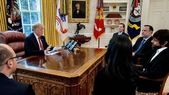 Twitter-Chefs bei Donald Trump im Oval Office