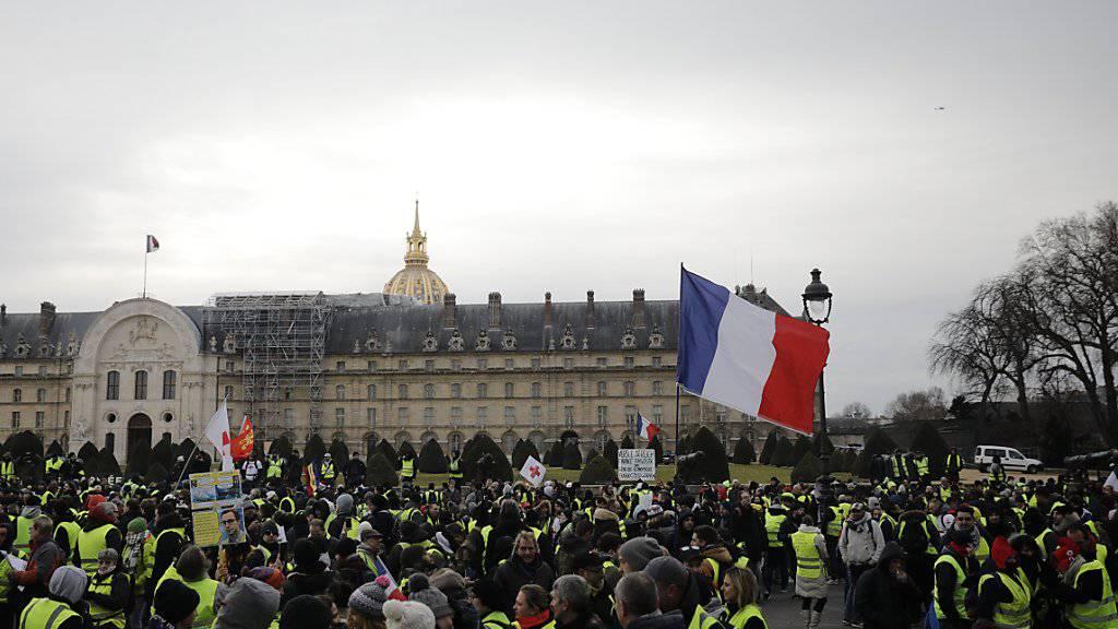 In Paris haben sich erneut «Gelbwesten» zu einer Kundgebung versammelt.
