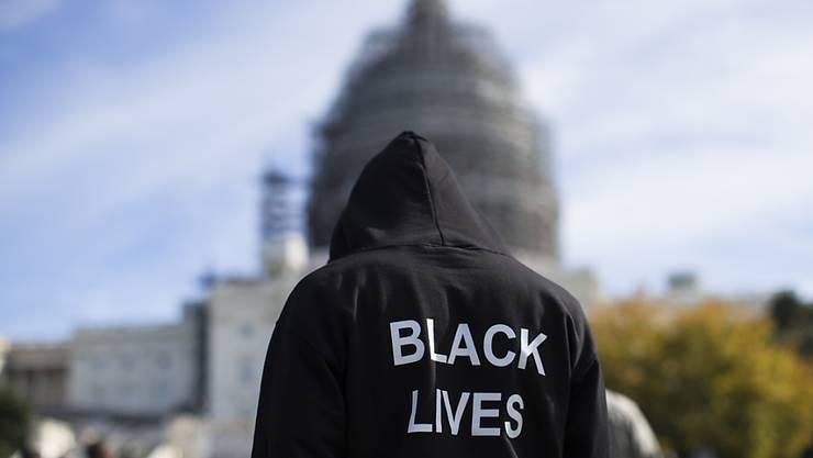 """Tausende Afroamerikaner erinnerten am Samstag in Washington an den """"Million Man March"""" vor 20 Jahren."""
