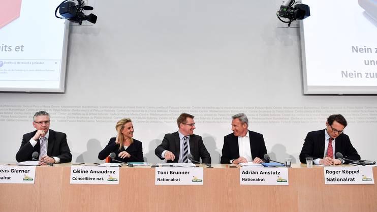 Die SVP-Nationalraete Andreas Glarner(AG),Céline Amaudruz (GE), Toni Brunner (SG),Adrian Amstutz (BE) und Roger Köppel (ZH)bei der MedienkonferenzzumAsylgesetz in Bern
