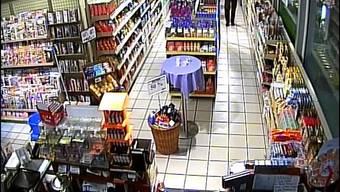 Ein Mann hat ihm März in Adliswil zwei Tankstellen-Shops überfallen – er wurde von der Polizei nun verhaftet (Symbolbild).