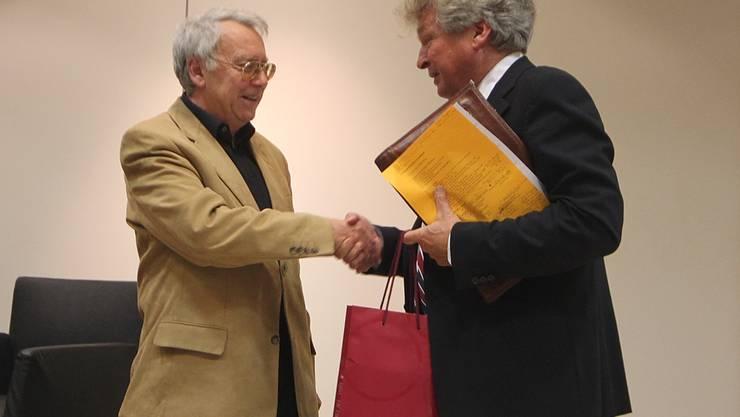 Herbert Ammann (r.) dankt Prof. Riklin (l.) für das Referat