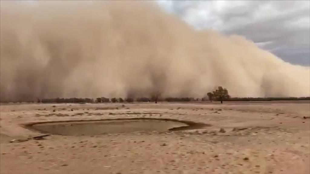 Staubsturm und Hagel im feuergeplagten Australien