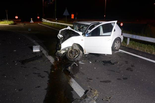 Der Autofahrer wurde dabei verletzt.