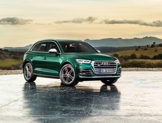 SUV gehen in der Schweiz weg wie warme Weggli. Davon profitiert auch Audi. Besonders beliebt war schon beim Vorgänger des Mittelklasse-SUV der kraftvolle Diesel im SQ5. Wie beim S6 und S7 verleiht ein elektrisch angetriebener Verdichter auch dem sportlichen SUV das volle Drehmoment schon knapp über Leerlaufdrehzahl, ein Mild-Hybrid-System steigert seine Effizienz weiter. So verbraucht der SQ5 nur 6,6 Liter – und das bei einer Leistung von 347 PS. Allein auf das Konto des Mildhybrid-Systems gehen Einsparungen von 0,7 Litern/100 Kilometer. Die CO2-Emissionen liegen bei 172 g/km. Der neue Audi SQ5 3.0 TDI kommt in der Schweiz ab Mitte Juni 2019 zum Grundpreis von CHF 84'300 zu den Händlern.