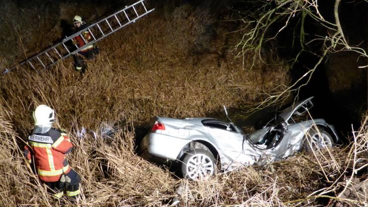 Unfall nach einem Überholmanöver. Rettungsmannschaften konnten den Fahrer nur noch tot bergen.