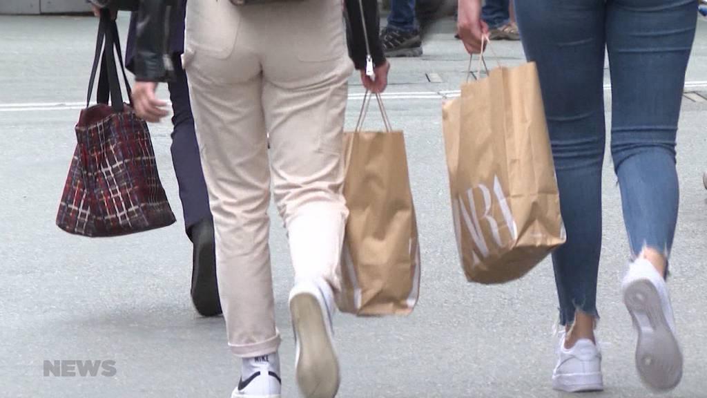 Westschweizer Kantone wollen Maskenpflicht beim Einkaufen