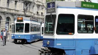 Der ZVV punktete bei den Fahrgästen vor allem bei der Pünktlichkeit und der Anschlussicherheit. (Symbolbild)
