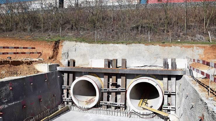 Die SBB-Linie zwischen Umiken und Villnachern wird mit zwei Tunnels unterquert.
