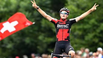 Silvan Dillier jubelt nach seinem Sieg an den Schweizer Strassenmeisterschaft in Affoltern am Albis.