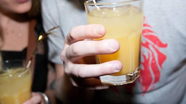 27 Prozent der Knaben und 13 Prozent der Mädchen im Alter von 15 Jahren trinken wöchentlich Alkohol (Symbolbild)