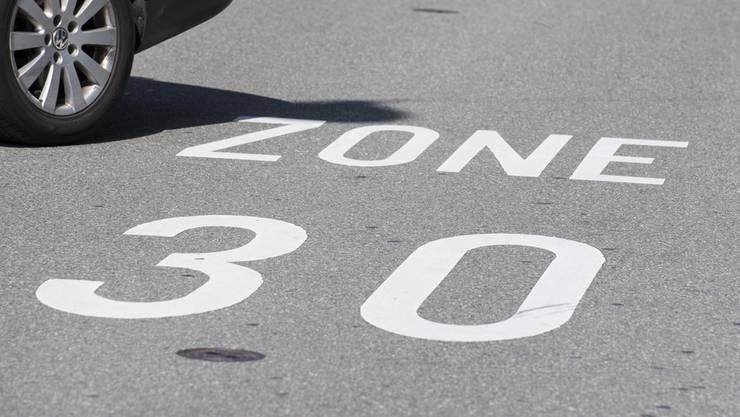 Die Bewohner des Schlieremer Zelgli-Quartiers haben eine Online-Petition für Tempo 30 auf der Engstringerstrasse laciert. (Symbolbild)