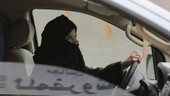 Ab Juni erlaubt: Saudi-Araberin am Steuer.