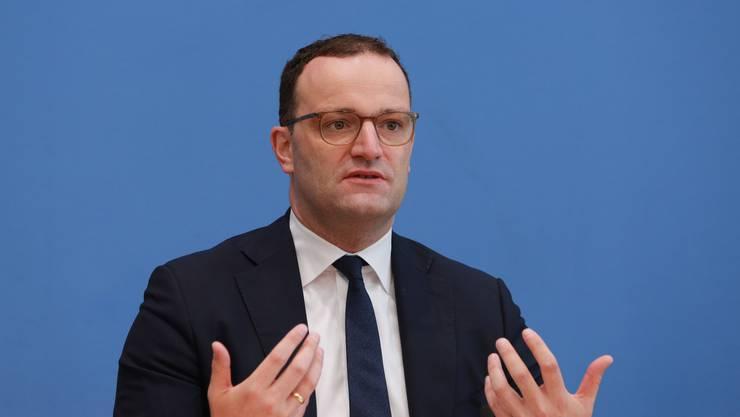 Deutschlands Gesundheitsminister Jens Spahn: Die Bundesregierung könnte schon bald Quarantänepflicht für Einreisende aus weiteren Schweizer Kantonen verhängen.