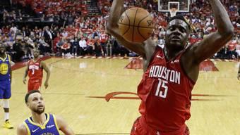 Houstons Clint Capela beim Dunk gegen die Golden State Warriors