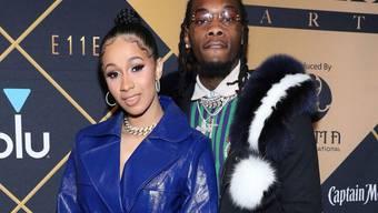 Das Rapper-Ehepaar Cardi B (l, 25) und Offset (r, 26) hat eine Tochter bekommen. (Archivbild)