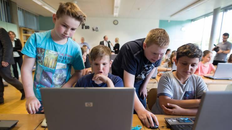 Computerwissen in der Primarschule vermitteln - in Bellach wurde gezeigt, wie das geht.
