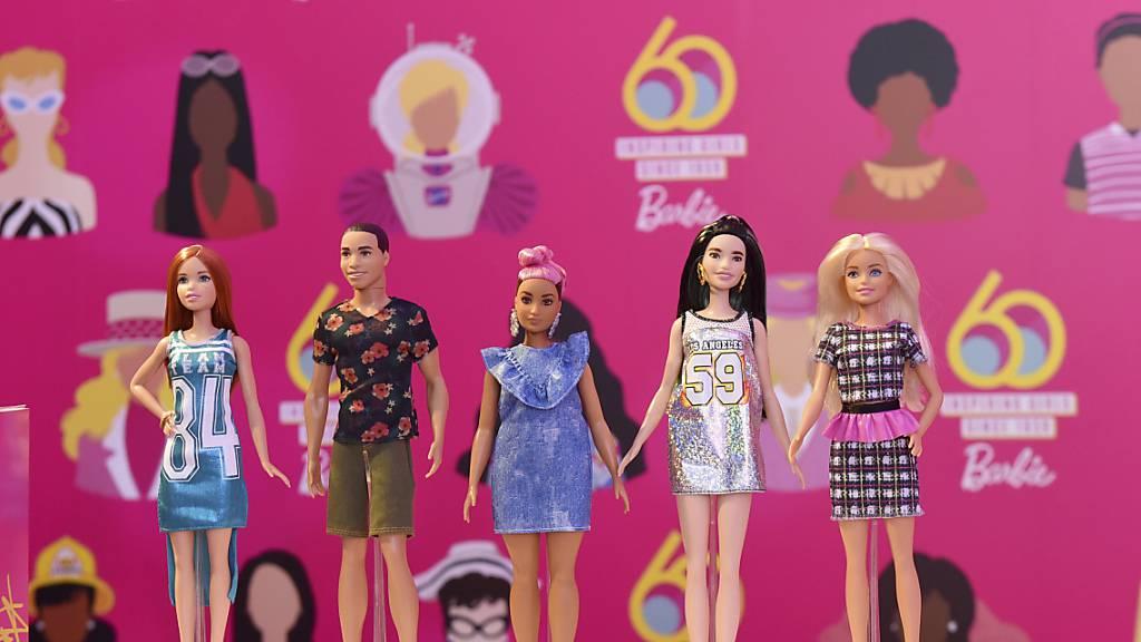 Vergleichsweise hohe Verkäufe von Barbie-Puppen hat dem Spielwarenkonzern Mattel trotz der Coronavirus-Krise ein gutes Weihnachtsquartal beschert. (Archivbild)