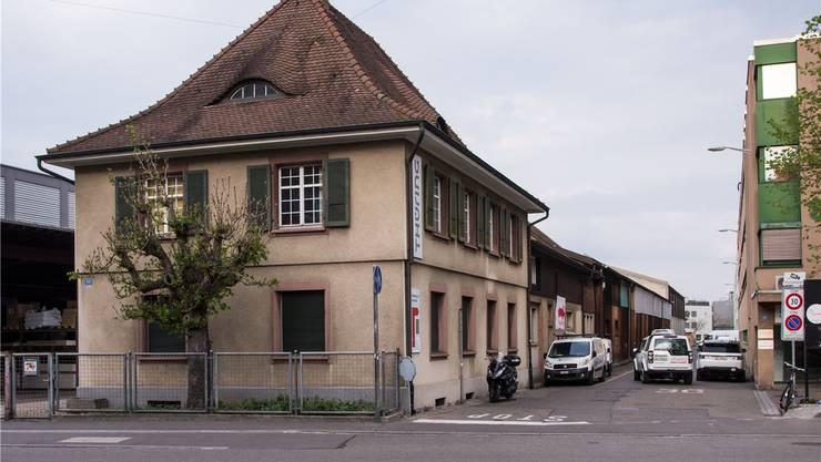 Dieses Gebäude der Holzfirma Thüring soll dereinst dem Neubau der Nordwestschweizer Fachhochschule weichen. Nicole Nars-Zimmer