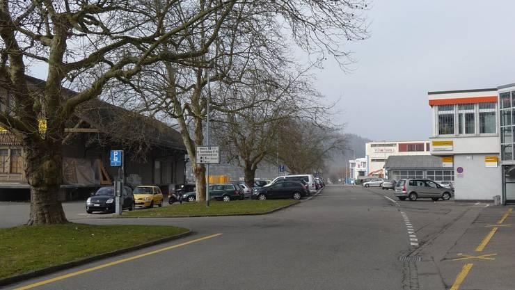 Das Bahnhofareal nördlich der Gleise soll aufgewertet werden – der Güterschuppen (links) würde stehen bleiben.  martin rupf