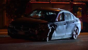 Am Montagabend ereignete sich ein Unfall auf der Bremgartenstrasse in Merenschwand (AG). Ein 31-jähriger BMW-Fahrer fuhr in Richtung Bremgarten. In einer Rechtskurve geriet er auf die Gegenfahrbahn und kollidierte mit einem entgegenkommenden Renault zusammen. Ein Kind wurde leicht verletzt.