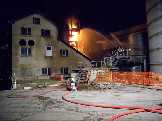 Den Feuerwehren Flumenthal, Günsberg und Riedholz gelang es mit Unterstützung der Feuerwehren aus Biberist und Solothurn, das Feuer unter Kontrolle zu bringen