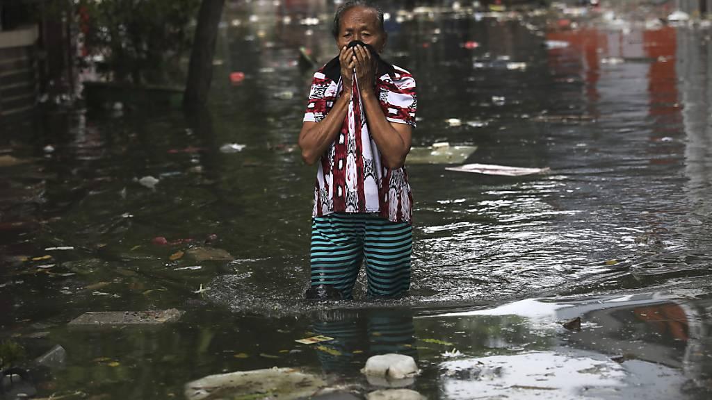 Zahl der Toten nach Überschwemmungen in Indonesien steigt auf 53