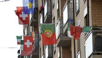 Vielfalt in Basel: Anlässlich der WM 2010 hängten die Bewohner dieses Wohnhauses verschiedene Landesflaggen auf.
