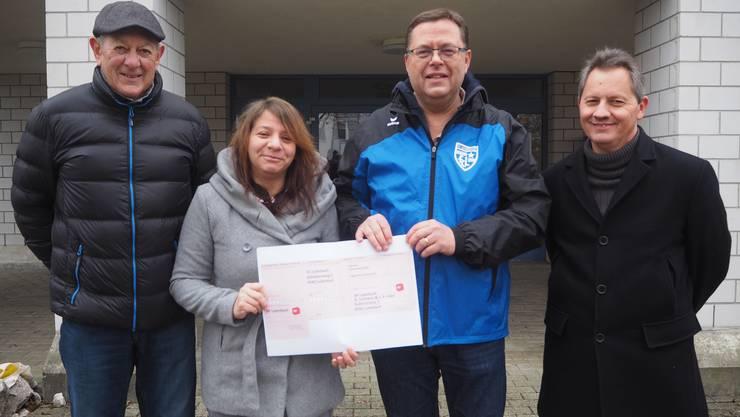 Von links nach rechts: Erich Ramel (Beisitzer SP Luterbach), Aline Leimann (Co-Präsidentin SP Luterbach), Peter Rüfenacht (Präsident FC Luterbach), Jean-Pierre Häni (Co-Präsident SP Luterbach)