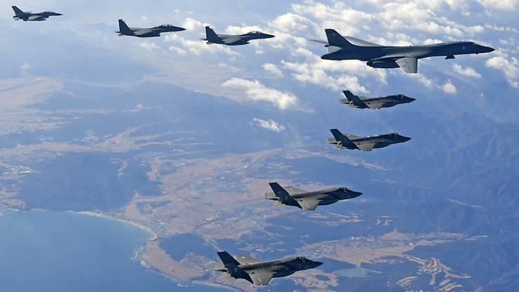 Ungeachtet der Entspannungssignale von Seiten Nordkoreas haben die USA und Südkorea am Freitag eine zweiwöchige Luftverteidigungsübung gestartet. (Archivbild)