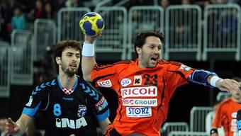 Iwan Ursic (rechts) tankt sich durch